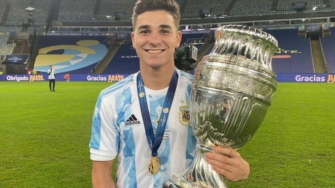 """Lee más sobre el artículo Lionel Scaloni sobre Julián Álvarez: """"Si decidimos que él tenga que jugar, será así"""""""